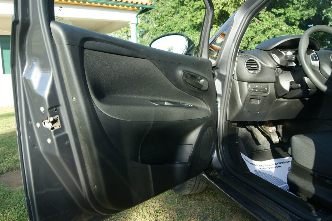 Carro_Usado_Fiat_Punto_2017_1245_Diesel_21.jpg