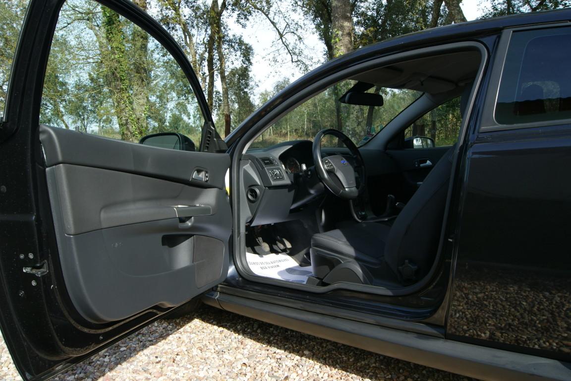 Carro_Usado_Volvo_C30_2006_1560_Diesel_24.25.jpg