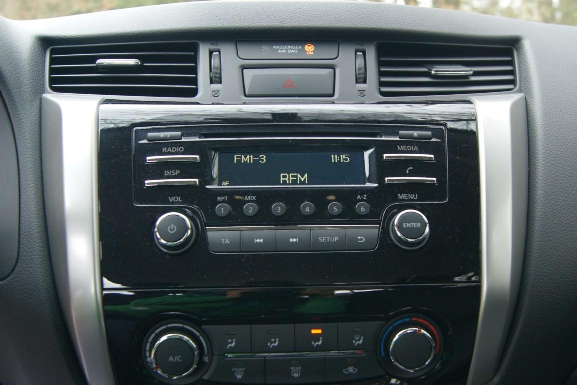Carro_Semi-novo_Nissan_Navara_2020_2298_Diesel_15.jpg