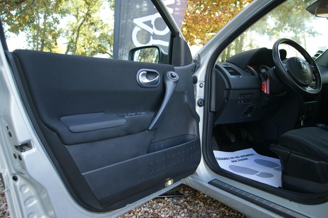 Carro_Usado_Renault_Megane_Break_2004_1461_Diesel_10.jpg