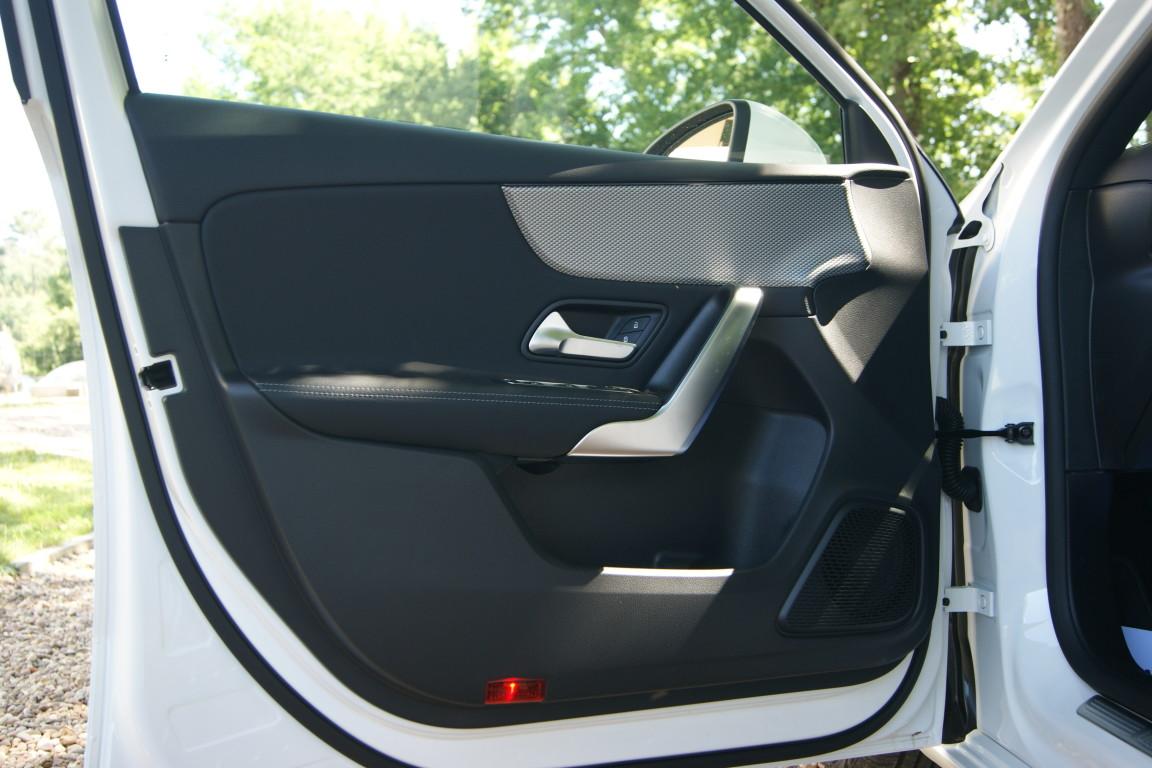 Carro_Semi-novo_Mercedes-Benz_A_160_2021_1332_Gasolina_10.jpg