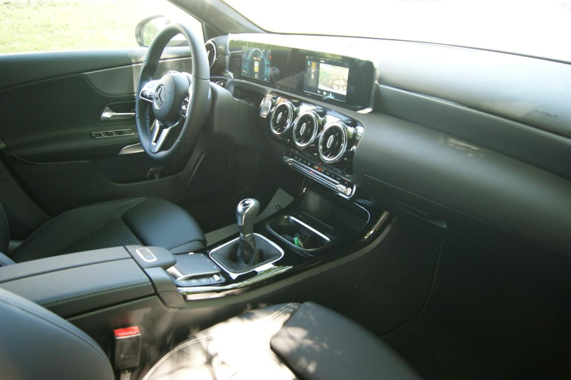 Carro_Semi-novo_Mercedes-Benz_A_160_2021_1332_Gasolina_15.jpg