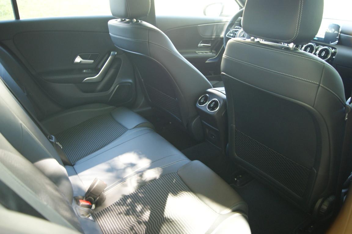 Carro_Semi-novo_Mercedes-Benz_A_160_2021_1332_Gasolina_17.jpg
