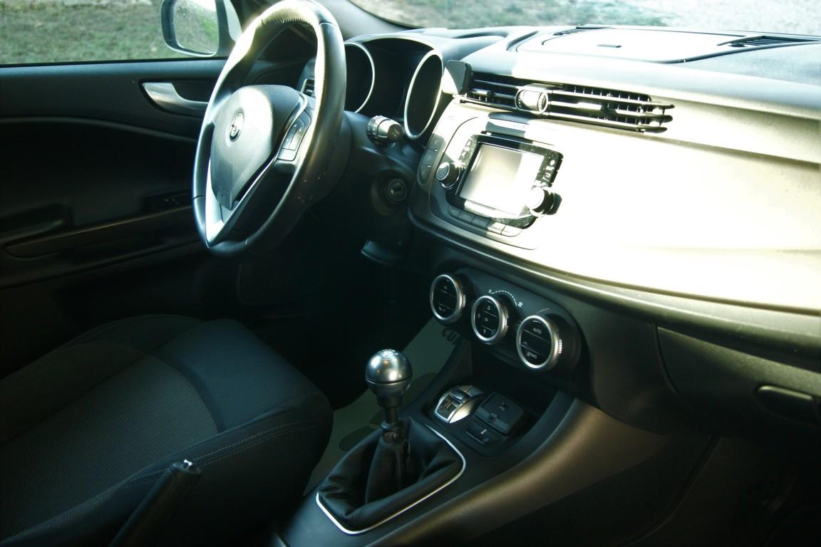 Carro_Semi-novo_Alfa_Romeo_Giulietta_2019_1598_Diesel_7.jpg