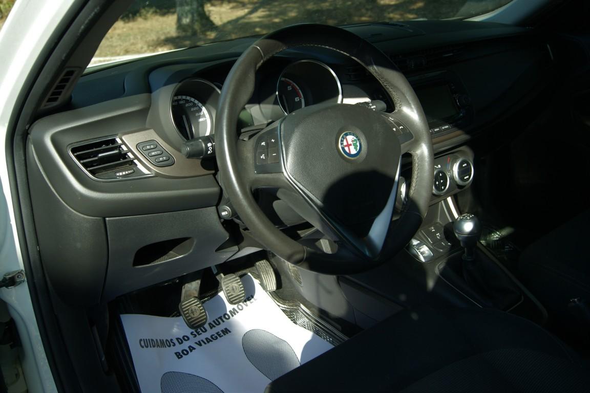 Carro_Semi-novo_Alfa_Romeo_Giulietta_2019_1598_Diesel_8.jpg