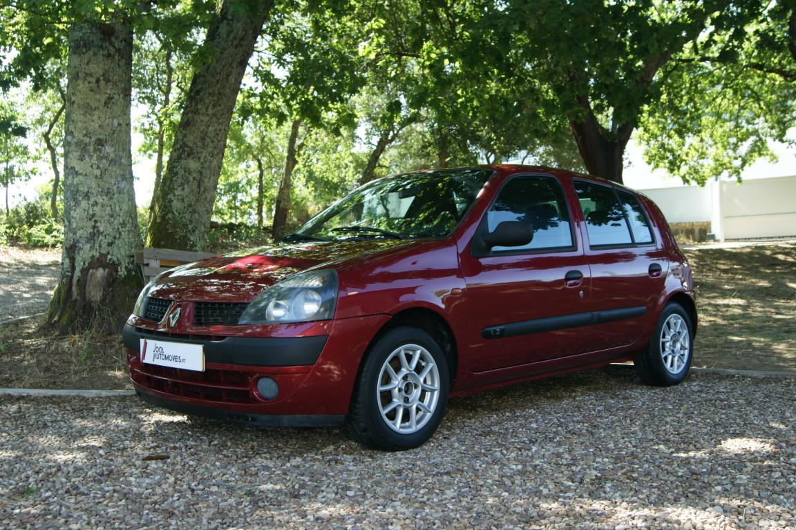 Carro_Usado_Renault_Clio_2003_1149_Gasolina.jpg