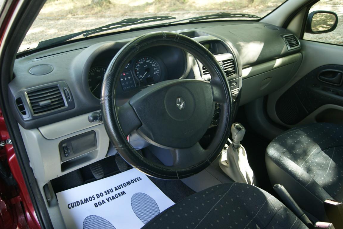 Carro_Usado_Renault_Clio_2003_1149_Gasolina_11.jpg