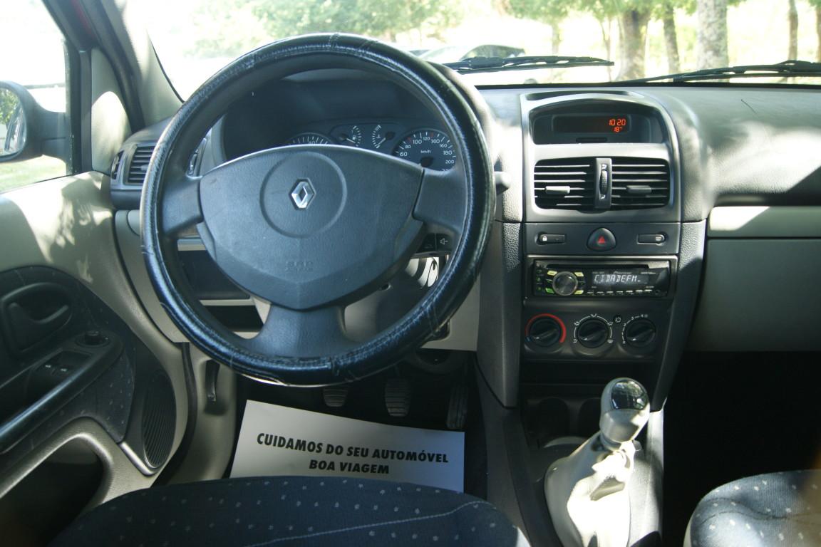 Carro_Usado_Renault_Clio_2003_1149_Gasolina_13.jpg