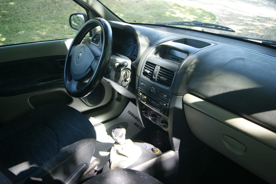 Carro_Usado_Renault_Clio_2003_1149_Gasolina_14.jpg