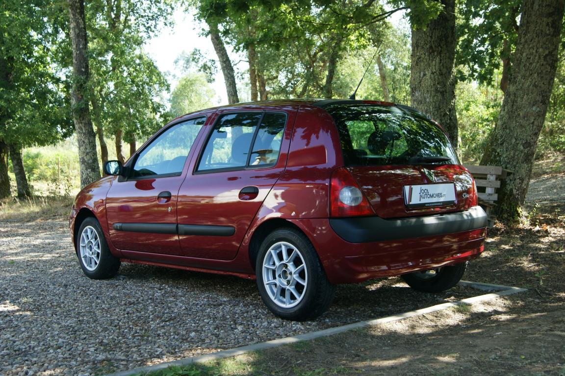 Carro_Usado_Renault_Clio_2003_1149_Gasolina_6.jpg