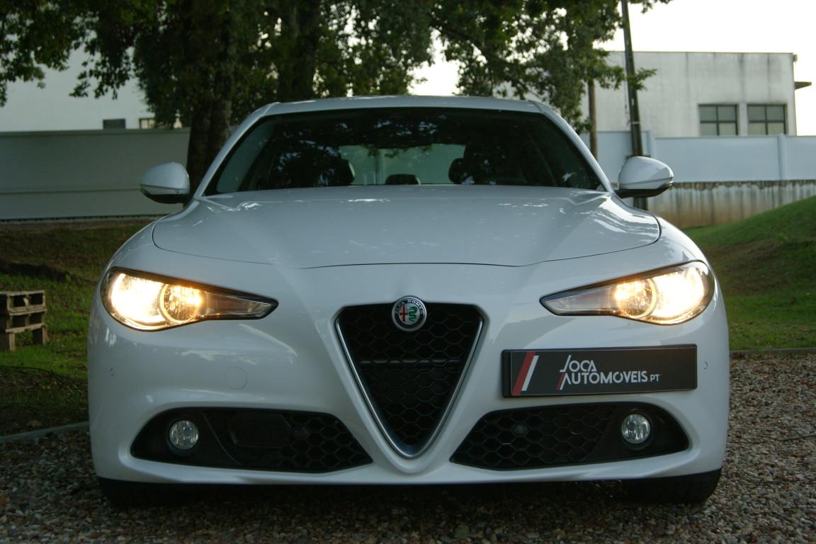 Carro_Semi-novo_Alfa_Romeo_Giulia_2017_2143_Diesel_12.jpg