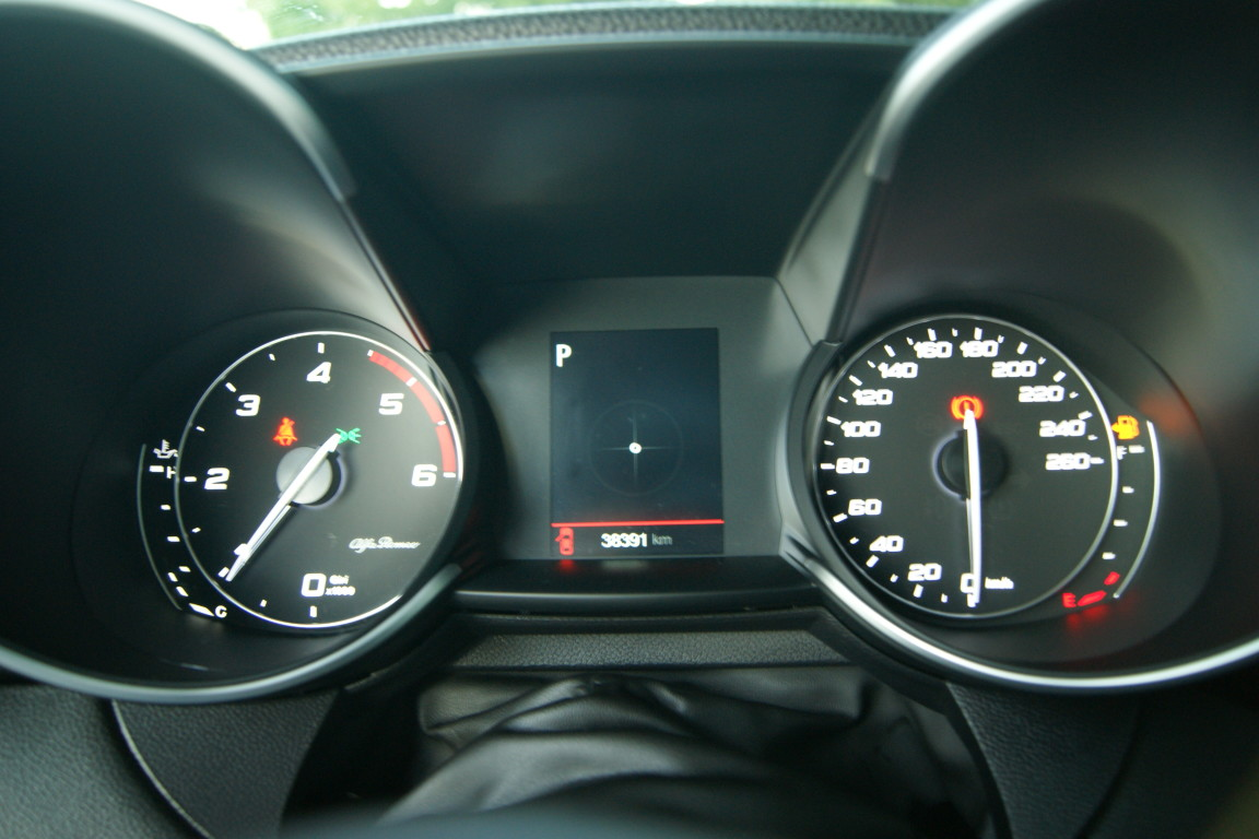 Carro_Semi-novo_Alfa_Romeo_Giulia_2017_2143_Diesel_3.jpg