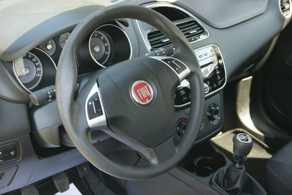 Carro_Usado_Fiat_Punto_2017_1242_Gasolina_6.jpg