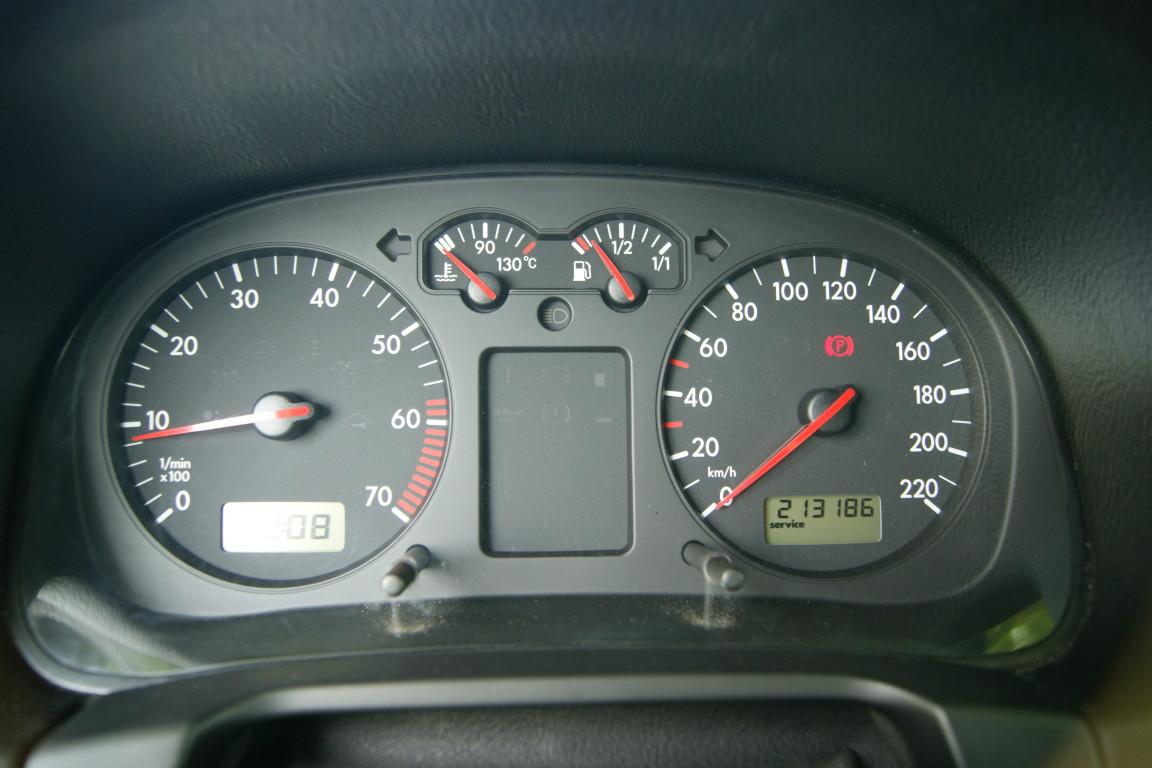 Carro_Usado_Volkswagen_Golf_1999_1390_Gasolina_4.jpg