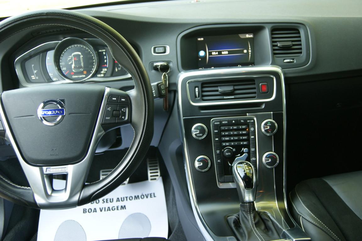Carro_Semi-novo_Volvo_V60_2018_1969_Diesel_12.jpg