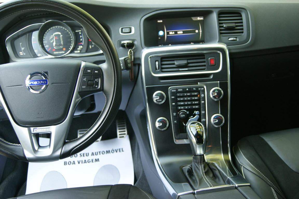 Carro_Semi-novo_Volvo_V60_2018_1969_Diesel_13.jpg
