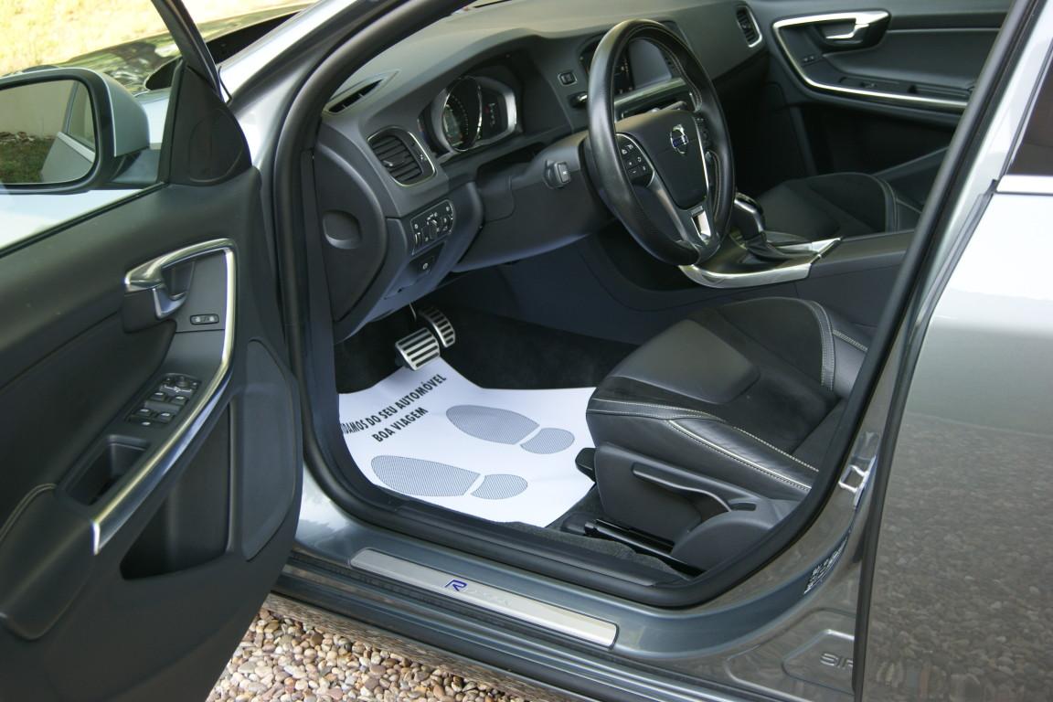 Carro_Semi-novo_Volvo_V60_2018_1969_Diesel_8.jpg