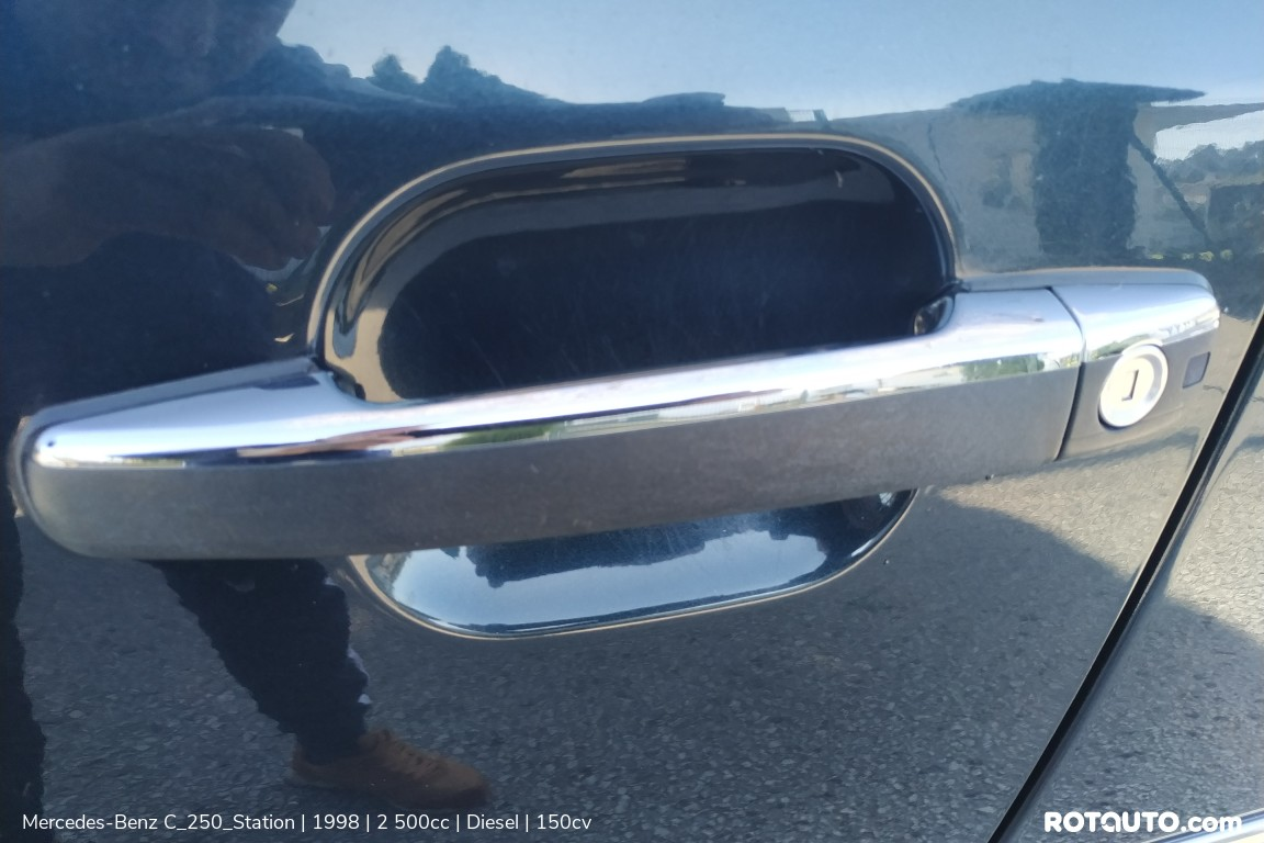 Carro_Usado_Mercedes-Benz_C_250_Station_1998_2500_Diesel_35_high.jpg
