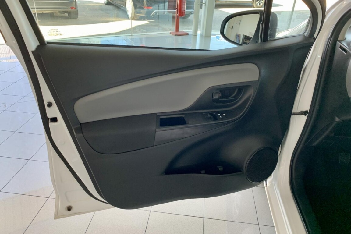 Carro_Usado_Toyota_Yaris_2015_998_Gasolina_frente_5.5.jpg