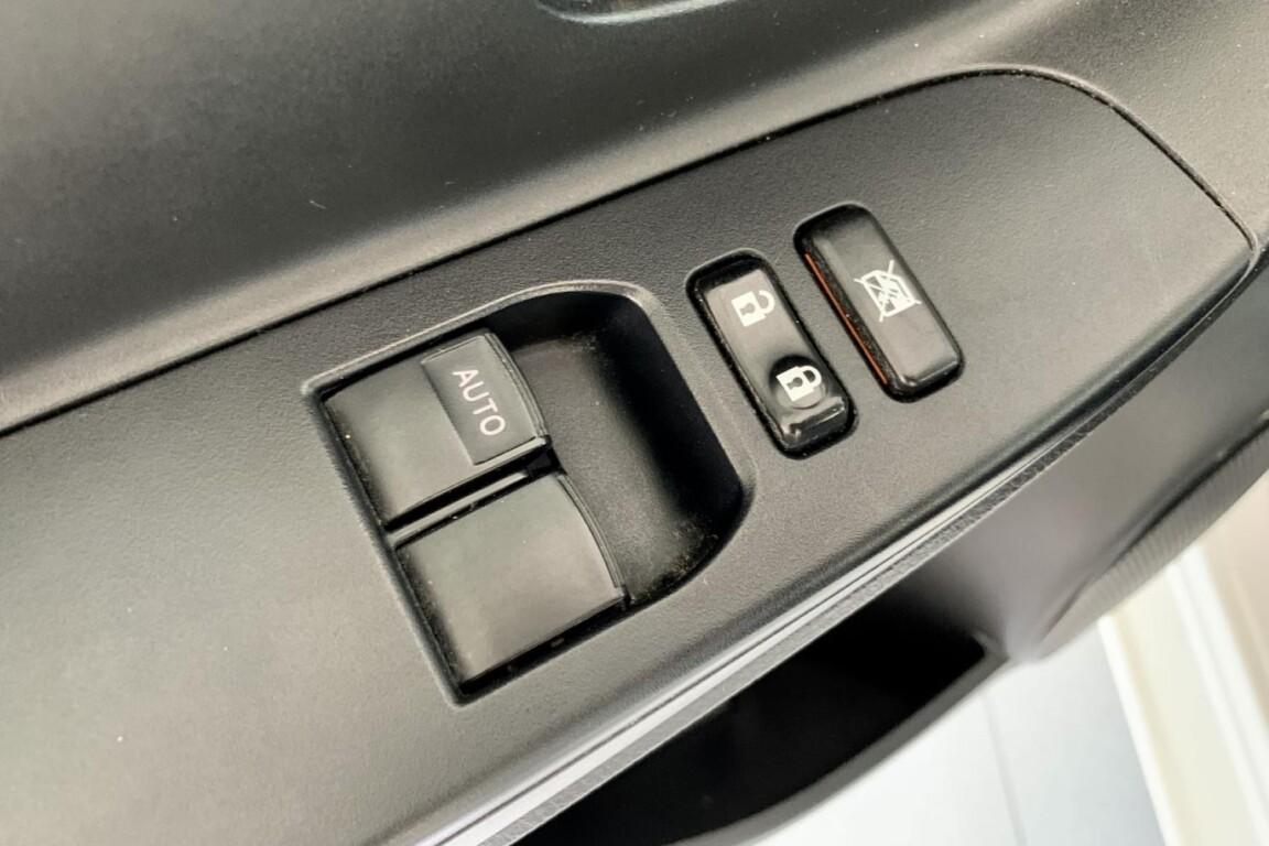 Carro_Usado_Toyota_Yaris_2015_998_Gasolina_frente_7.jpg