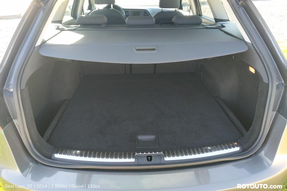 Carro_Usado_Seat_Leon_ST_2014_1600_Diesel_9_high.jpg
