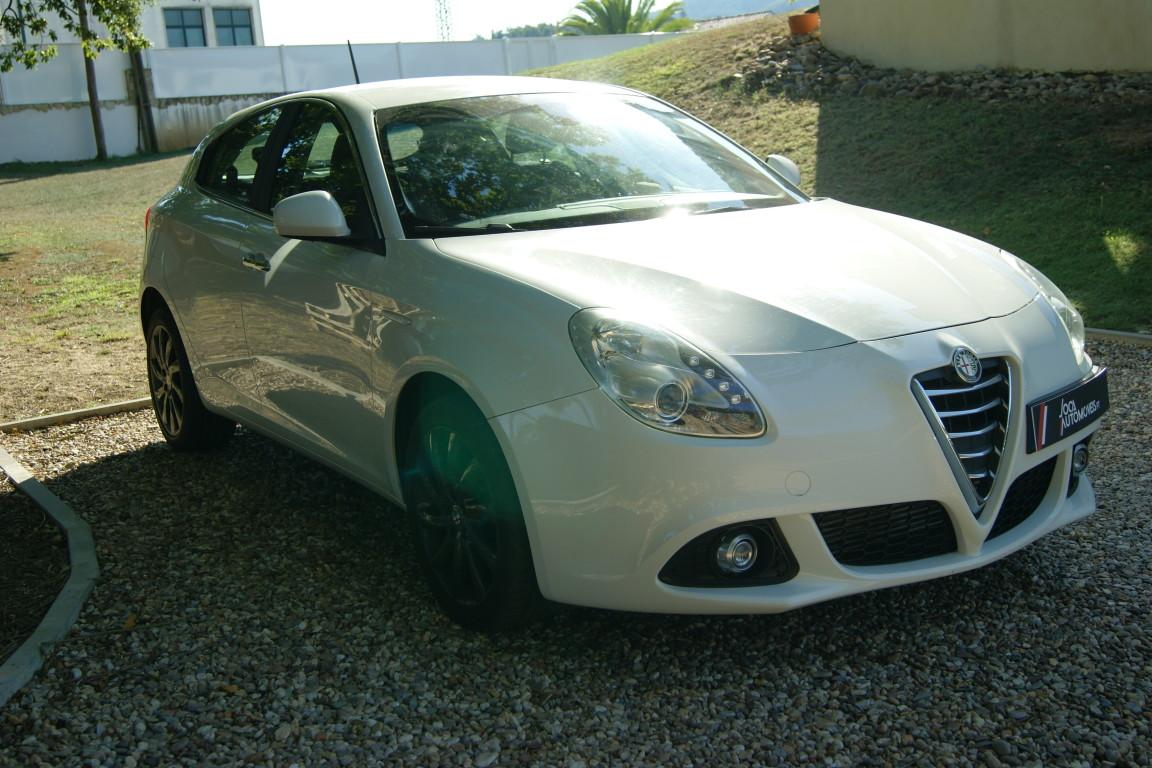 Carro_Semi-novo_Alfa_Romeo_Giulietta_2015_1598_Diesel_10.jpg