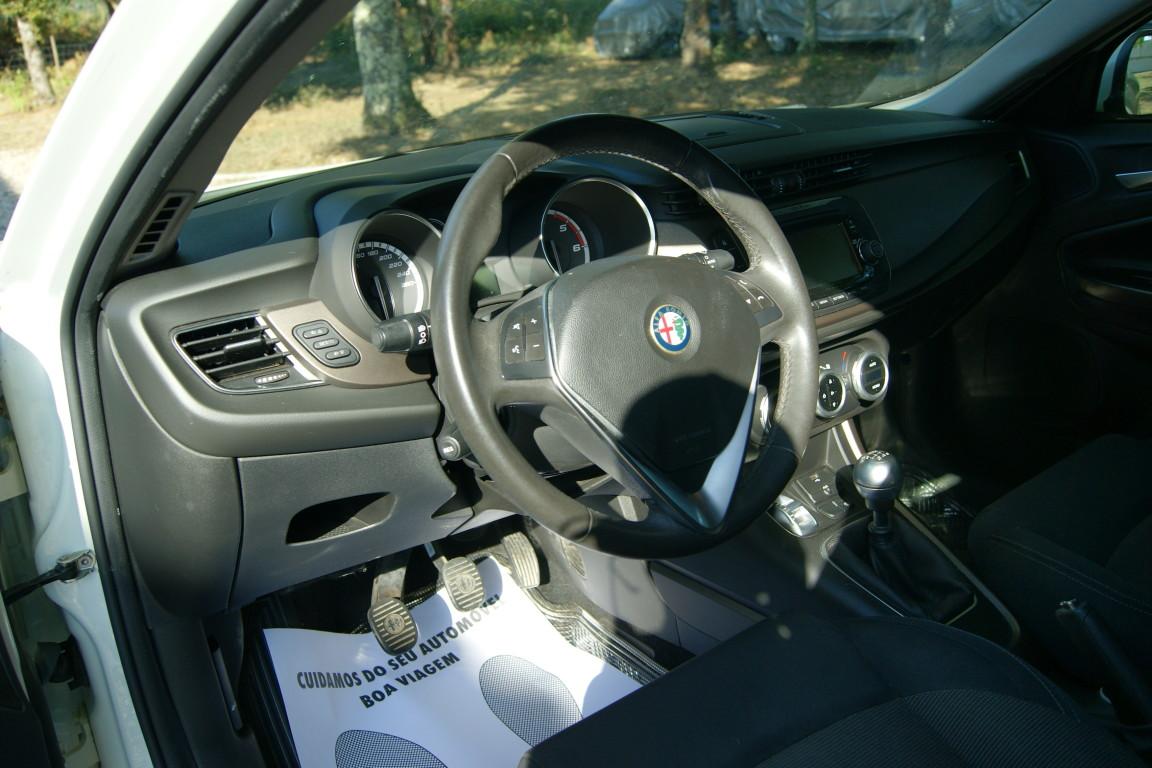 Carro_Semi-novo_Alfa_Romeo_Giulietta_2015_1598_Diesel_11.jpg