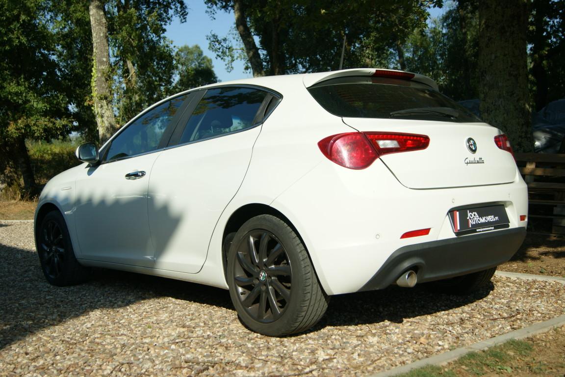 Carro_Semi-novo_Alfa_Romeo_Giulietta_2015_1598_Diesel_2.jpg