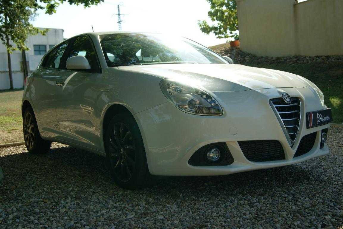 Carro_Semi-novo_Alfa_Romeo_Giulietta_2015_1598_Diesel_3.jpg