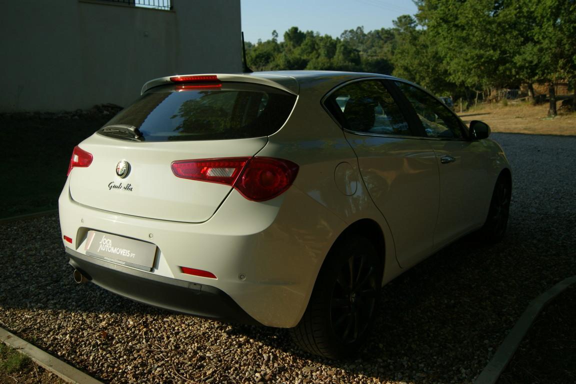 Carro_Semi-novo_Alfa_Romeo_Giulietta_2015_1598_Diesel_4.jpg