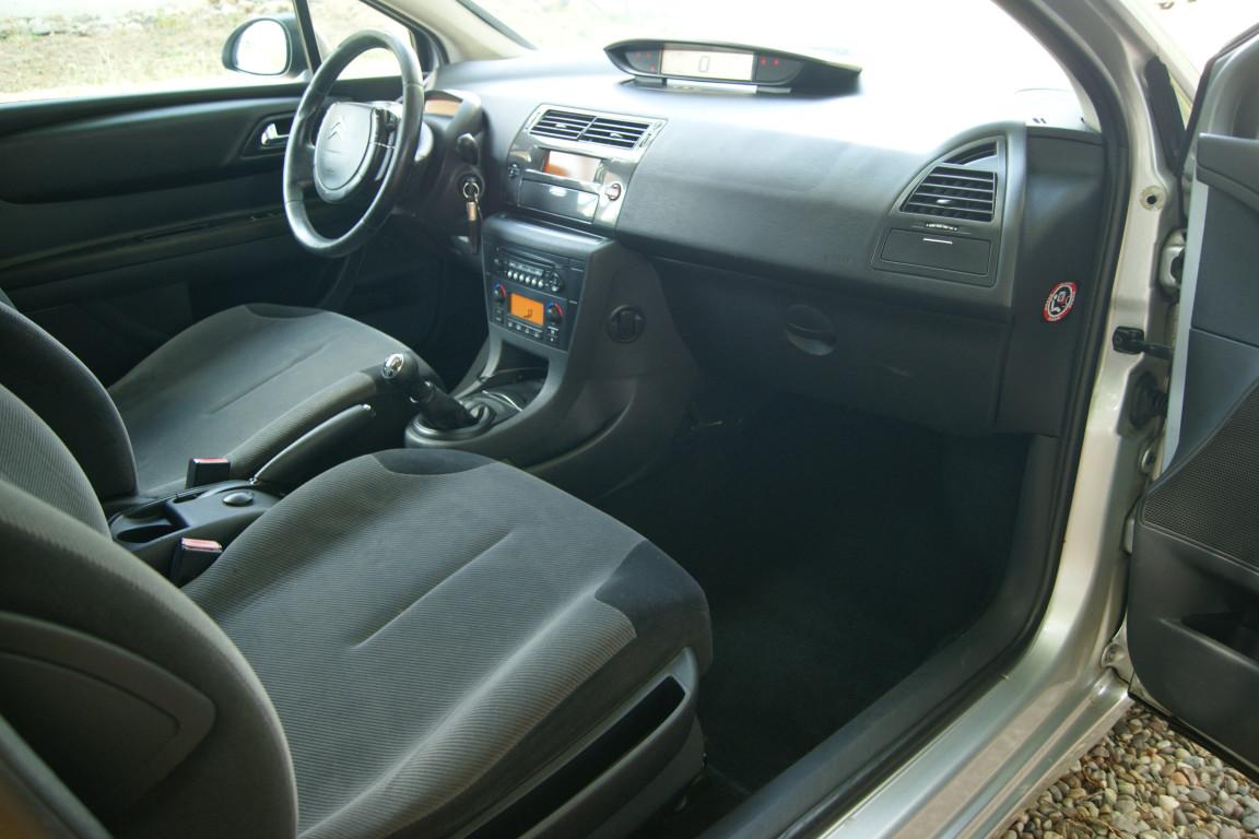 Carro_Usado_Citroen_C4_Coupe_2006_1560_Diesel_2.jpg