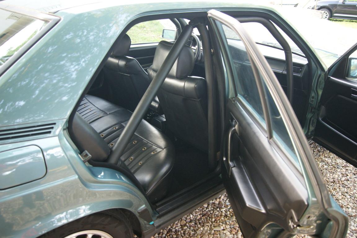 Carro_Usado_Mercedes-Benz_190_E_1984_1997_Gasolina_13.jpg