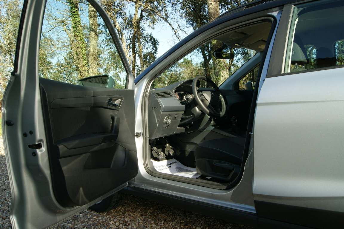 Carro_Semi-novo_Seat_Arona_2019_999_Gasolina_4.jpg