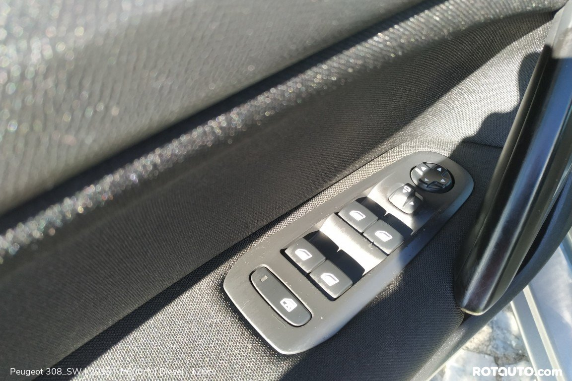 Carro_Usado_Peugeot_308_SW_2015_1600_Diesel_17_high.jpg