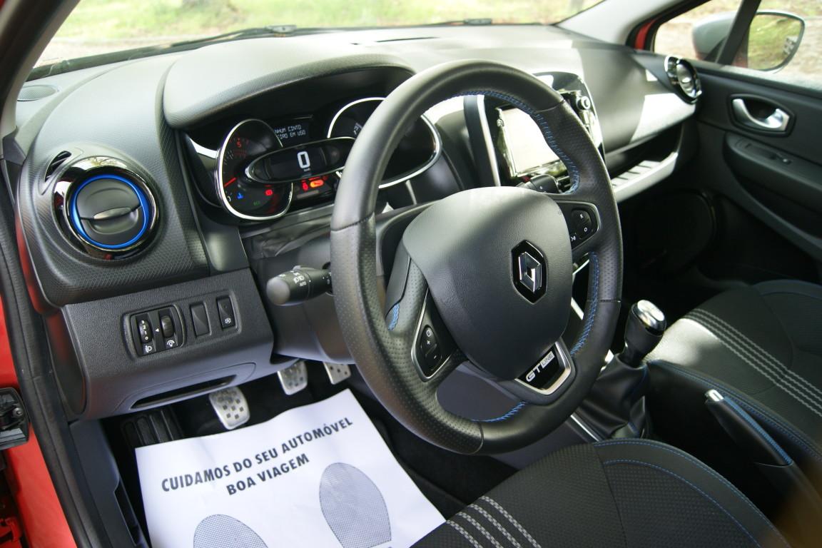Carro_Semi-novo_Renault_Clio_Sport_Tourer_2018_1461_Diesel_10.jpg