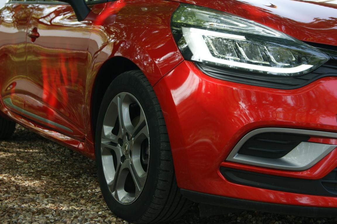 Carro_Semi-novo_Renault_Clio_Sport_Tourer_2018_1461_Diesel_3.jpg