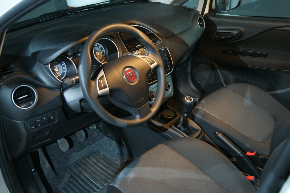 Carro_Usado_Fiat_Punto_2017_1242_Gasolina_10.jpg