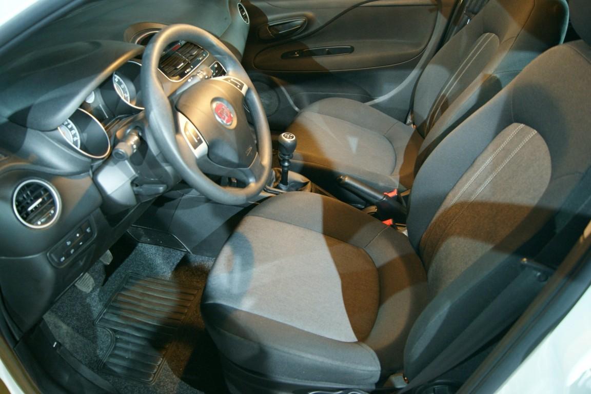 Carro_Usado_Fiat_Punto_2017_1242_Gasolina_12.jpg