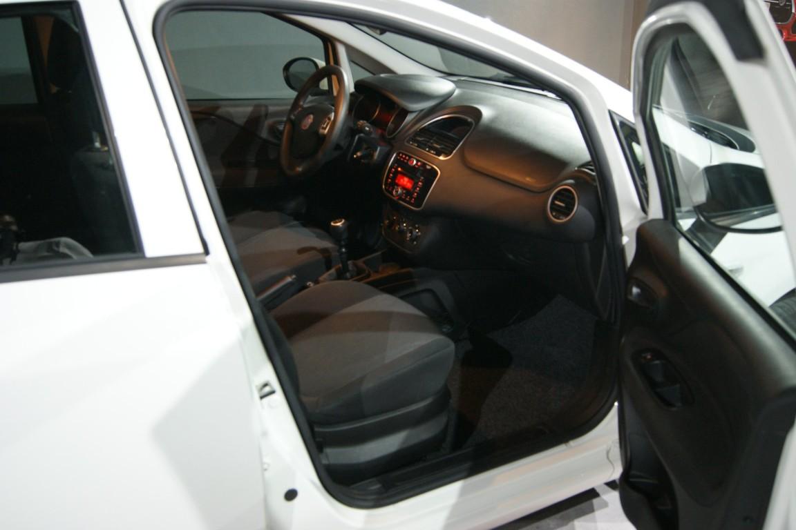 Carro_Usado_Fiat_Punto_2017_1242_Gasolina_15.jpg
