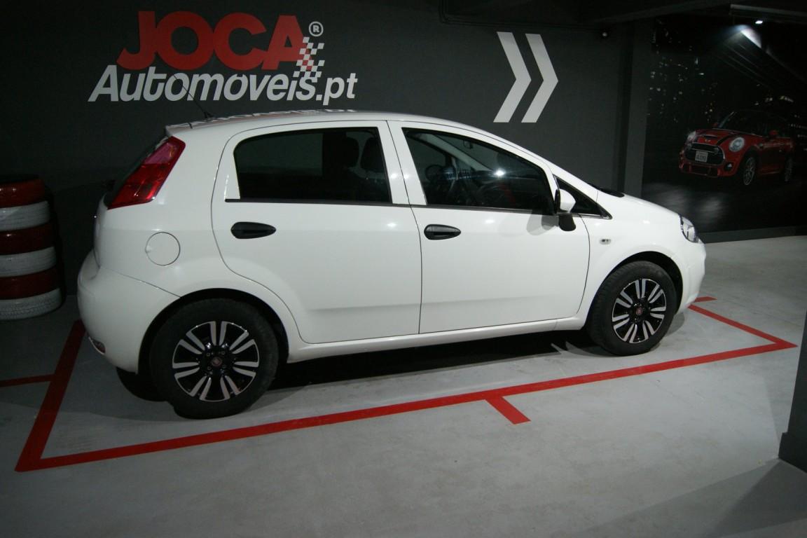 Carro_Usado_Fiat_Punto_2017_1242_Gasolina_5.jpg