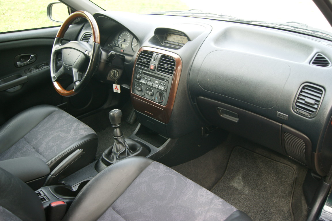 Carro_Usado_Mitsubishi_Carisma_2000_1870_Diesel_14.jpg