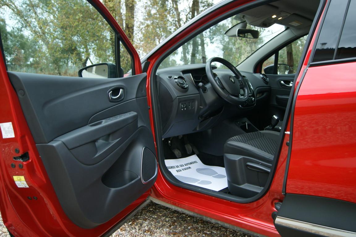 Carro_Usado_Renault_Captur_2019_898_Gasolina_8.jpg
