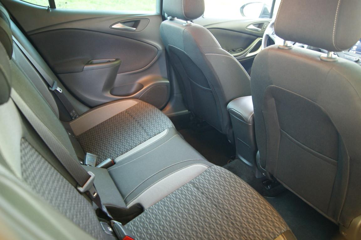 Carro_Semi-novo_Opel_Astra_2020_1199_Gasolina_15.jpg